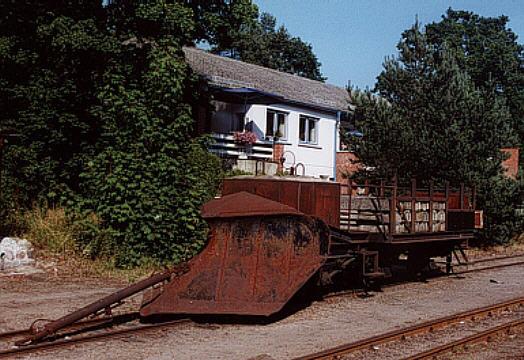 97-63-03 als Schneepflug mit der Nummer 97-49-11 auf Rügen
